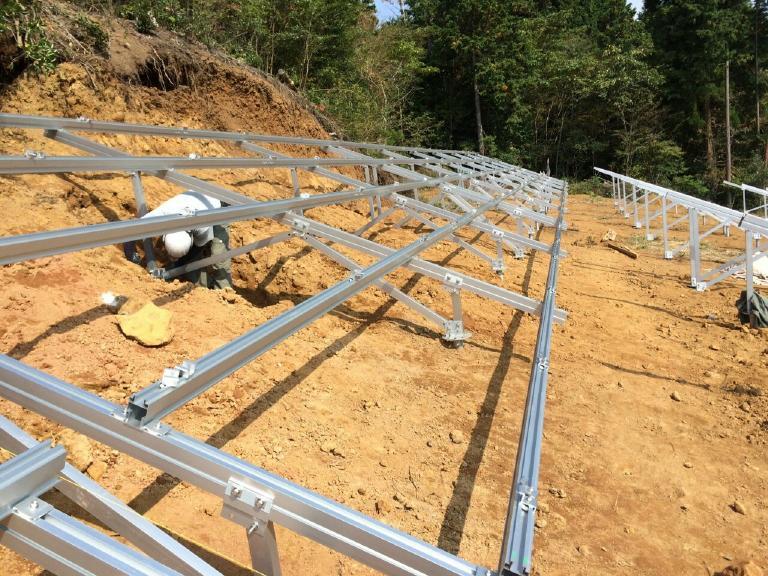 太陽光業者の施工風景