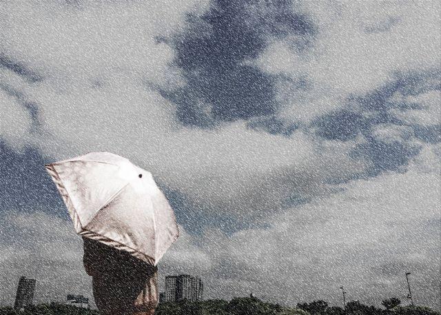 曇りや雨、雪の日は発電率が大幅に低下(発電量が不安定)
