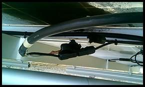 ケーブルのコネクタがしっかりと接続されていなく火災が発生した