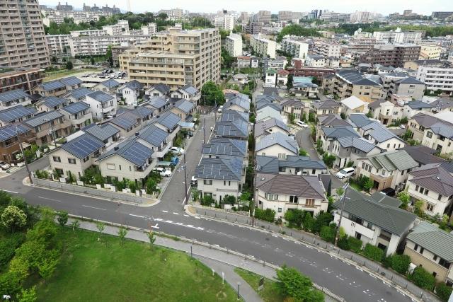 家庭の屋根にソーラーパネルを設置するために必要な費用